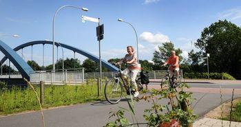 Radtouristen unterwegs auf der Emsland-Route in Meppen